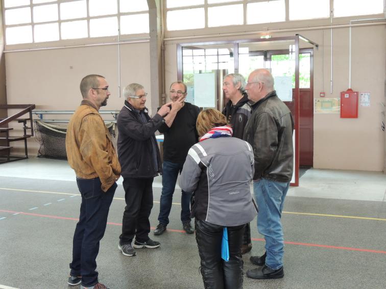 Accueil chaleureux de l equipe municipale visite des locaux
